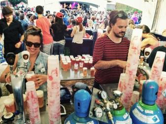 Photo festif vente bière foule