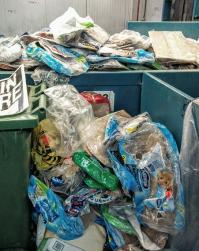 Carton et plastiques à séparer